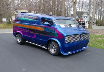 Ça pourrait être une Hot Wheels n°8 : 76 Dodge Van Nautilus