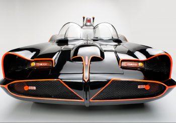 Une version Noël de la Batmobile classique pour le Red Line Club