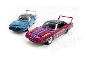Un pack avec deux Plymouth Superbird chez Johnny Lightning