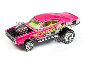 Johnny Lightning présente deux 1970 Dodge Charger Zinger