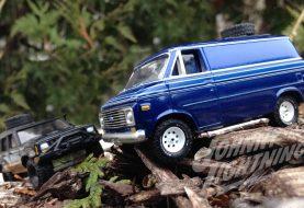 Un van Chevy 76 et un Jeep Cherokee XJ Off-Road chez Johnny Lightning