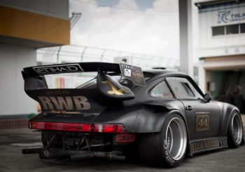 Premier coup d'œil à la Porsche 930 Rauh Welt Begriff par Tarmac Works